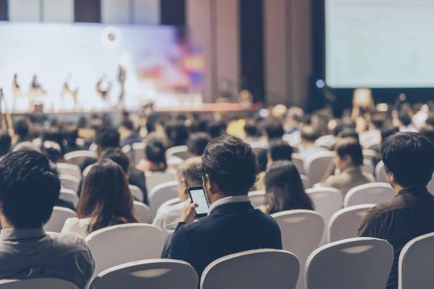 успешна конференция в конферентна зала