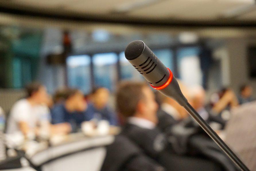 Как да говорим пред публика на събитие в бизнес хотел